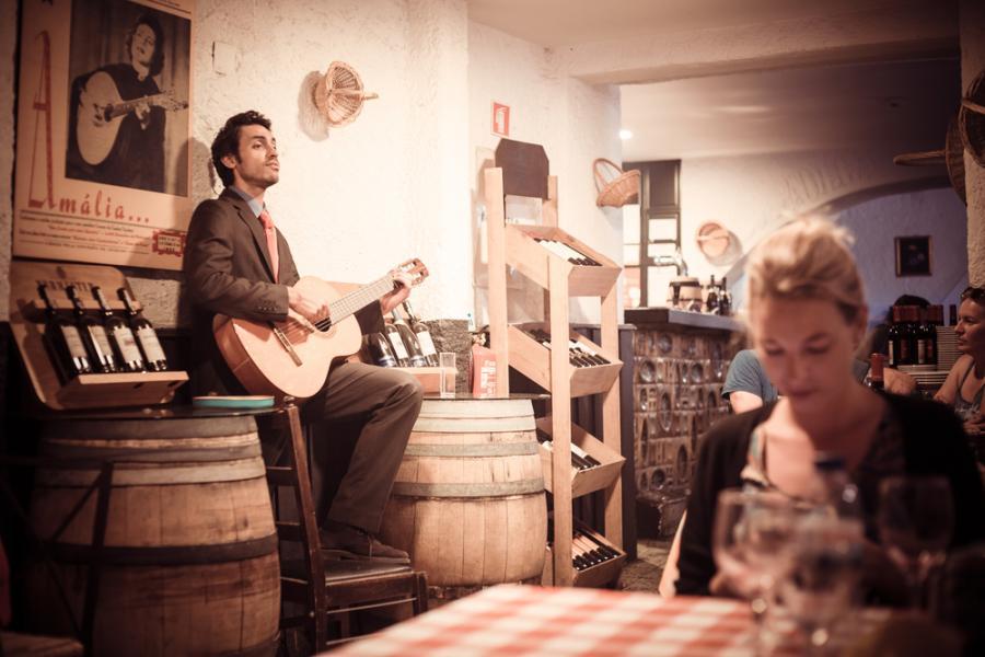 Muzyka fado w jednej z lizbońskich restauracji