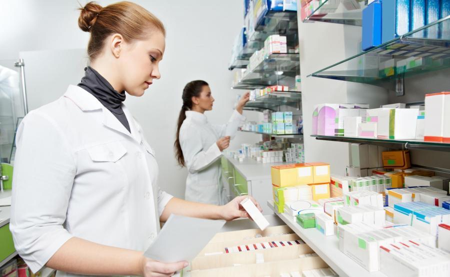 Farmaceutka w aptece