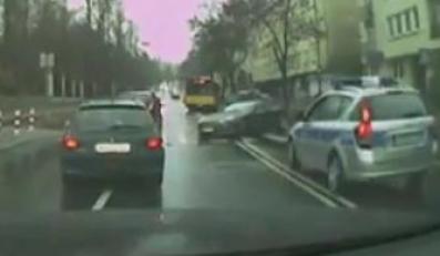 Tak Aston Martin łamie drzewo niczym zapałkę