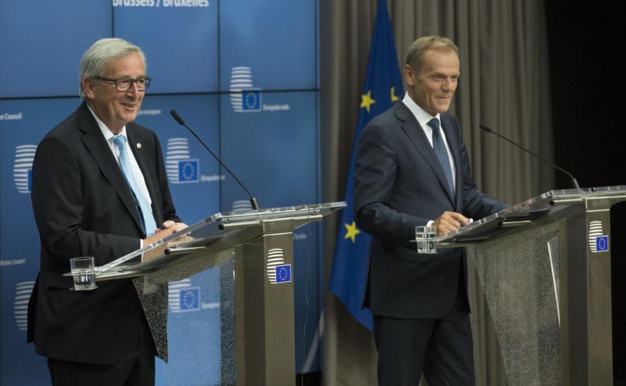 Szef Komisji Europejskiej Jean-Claude Juncker i szef Rady Europejskiej Donald Tusk