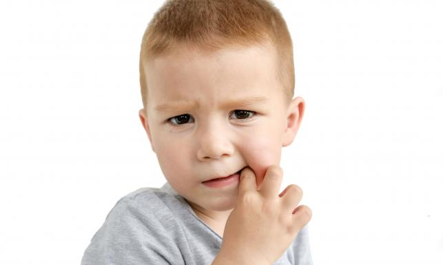 Czy dziecko ma robaki? 10 typowych objawów
