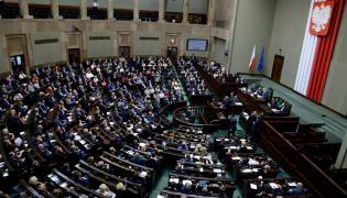 Posłowie na sali obrad w Sejmie