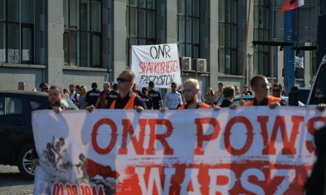Marsz narodowców z okazji rocznicy Powstania Warszawskiego. Obywatele RP próbowali przeszkodzić manifestacji