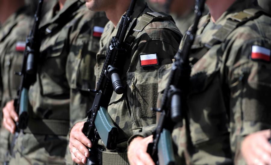Żołnierze 3. Podkarpackiej Brygady Obrony Terytorialnej podczas przysięgi na Rynku w Jarosławiu