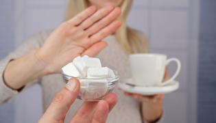 Kobieta odmawia cukru