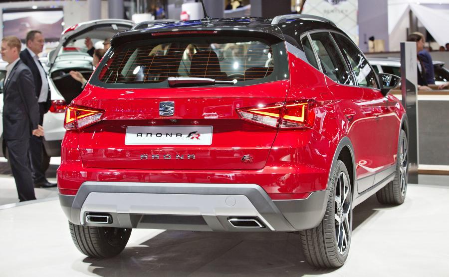 Seat arona. Wersja 1.0/95 KM przyspiesza do 100 km/h w 11,2 s, i rozpędza się do 173 km/h. W ocenie producenta średnie zużycie paliwa wynosi 4,9 l/100 km