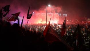 Uczestnicy Marszu Niepodległości na błoniach Stadionu Narodowego