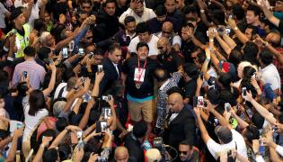 Diego Maradona (w środku)