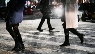 Zima, oblodzona ulica