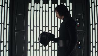 """Być albo nie być? Kadr z filmu """"Gwiezdne wojny: Ostatni Jedi"""""""