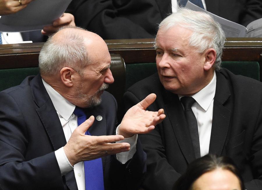 Antoni Macierewicz i Jarosław Kaczyński w ławach sejmowych