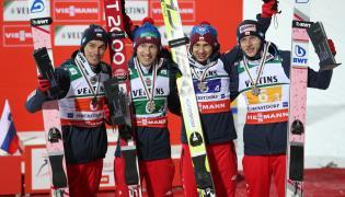 Piotr Żył (L), Stefan Hula (2L), Kamil Stoch (2P) i Dawid Kubacki (P)