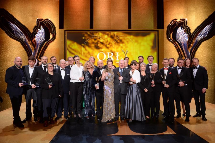 Zdjęcie grupowe nagrodzonych. Nagrody Filmowe Orły 2018 wręczono podczas uroczystej gali w Teatrze Polskim w Warszawie. Orła 2018 dla Najlepszego Filmu otrzymał obraz \
