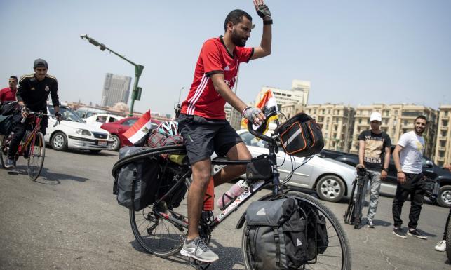 Mundial 2018: Kibic ruszył z Kairu na rowerze, by dopingować Egipt. Ma do przejechania ok. 5 000 km