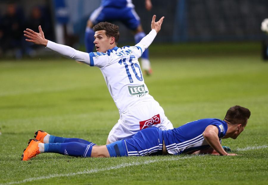 Zawodnik Lecha Poznań Mario Situm (C) podczas meczu grupy mistrzowskiej piłkarskiej Ekstraklasy z Wisłą Płock