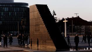 Pomnik na Placu Piłsudskiego