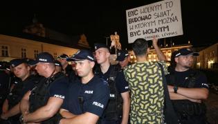 Policja przed Pałacem Prezydenckim