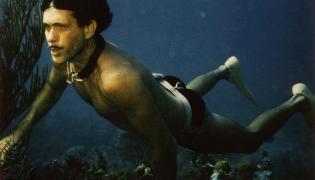 """Kadr z filmu """"Człowiek delfin"""""""