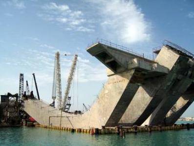 Zobacz, jak budują niesamowity most