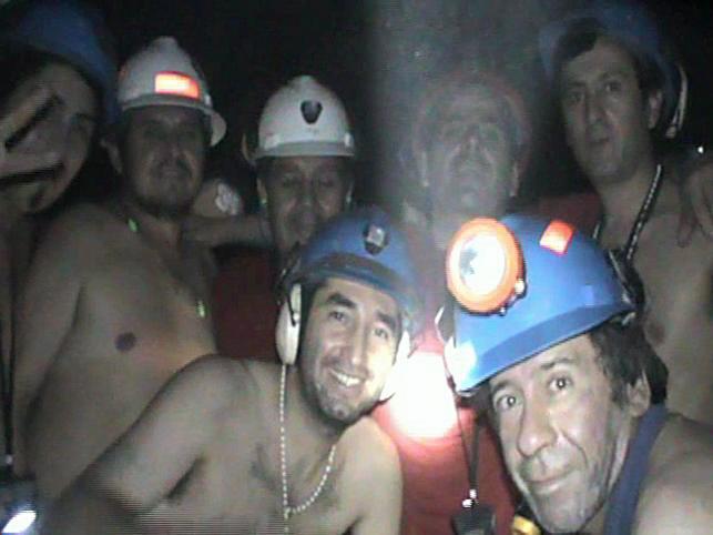 Pod ziemią od 5 sierpnia znajduje się 33 górników