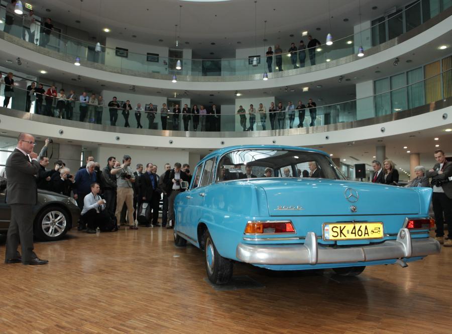 Mercedes pana Aleksandra Ratajczaka skończy w 2011 roku 45 lat. To właśnie egzemplarz modelu W110 w wersji 200D, czyli \