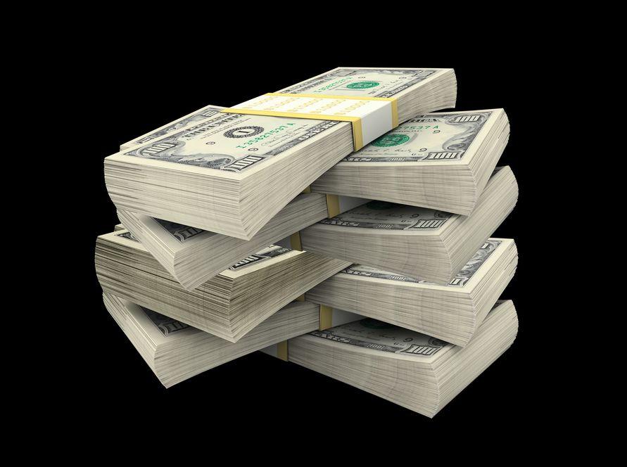 Znaleźli 200 tysięcy dolarów w kontenerze na odzież
