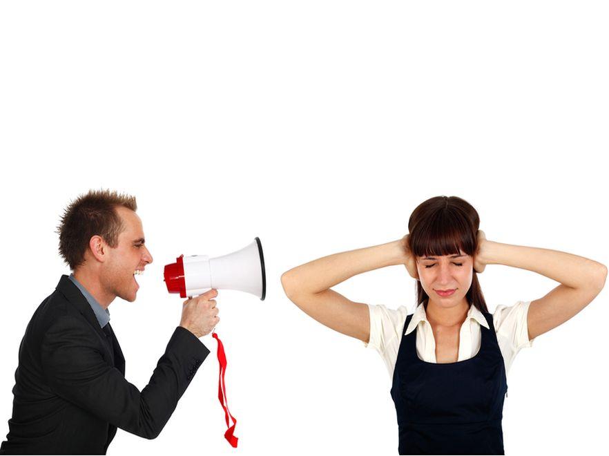 Molestowanie to także zastraszanie pracownika i tworzenie wokół niego wrogiej atmosfery