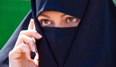 Francja wlepia mandat za islamską burkę