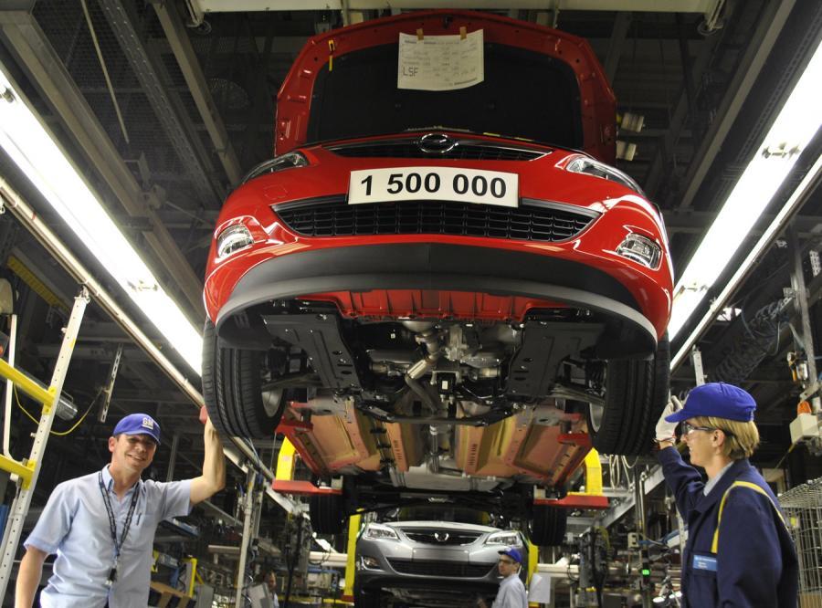 Z taśmy produkcyjnej zakładu General Motors Manufacturing Poland w Gliwicach zjechał półtoramilionowy samochód - model Astra IV ecoFLEX w kolorze czerwonym power red, z turbodieslem o pojemności 1.3