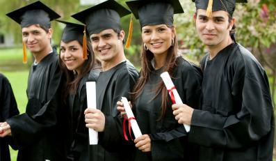 Tysiące dyplomów uczelni wyższych do poprawki