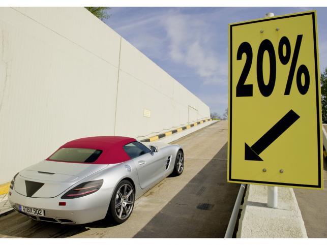 Mercedes ujawnił zdjęcia z testów SLS-a w wersji roadster...