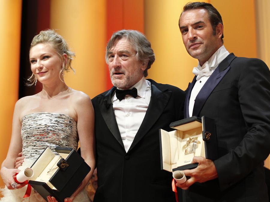 Przewodniczący jury Robert De Niro z najlepszymi aktorami: Kirsten Dunst i Jeanem Dujardinem