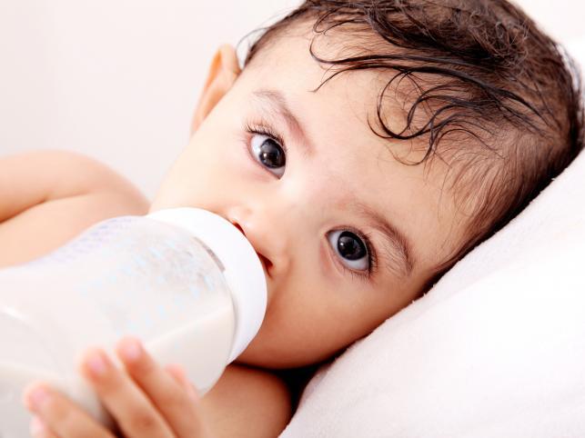 Nie każde niemowlę może pić zwykłe mleko