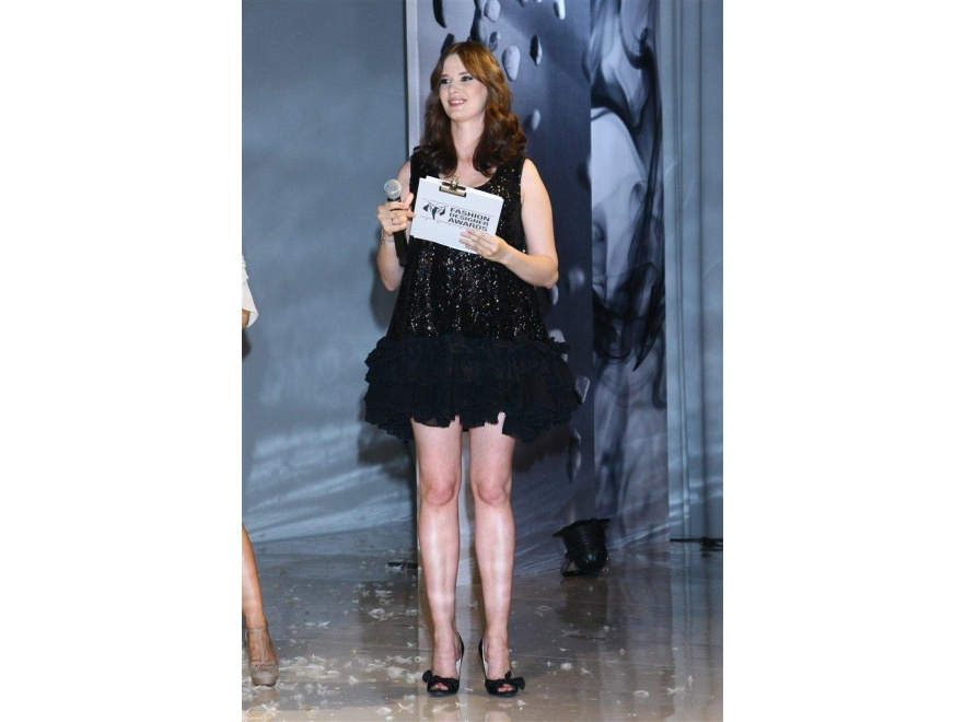Karolina Malinowska w mini na Fashion Designer Awards 2011