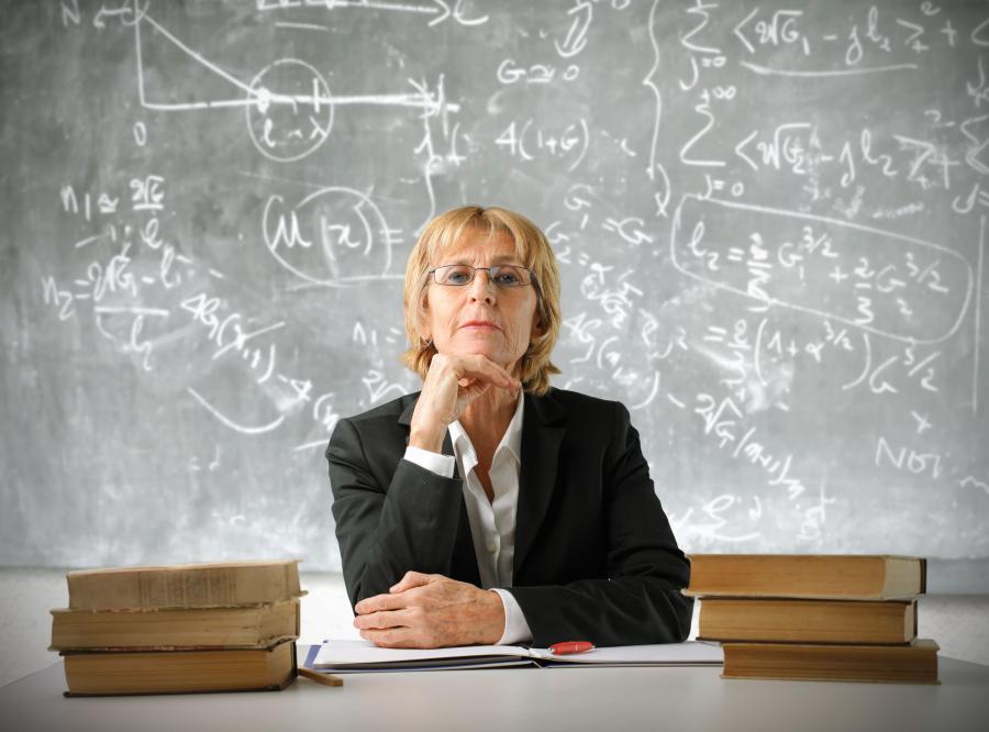Surowa nauczycielka.