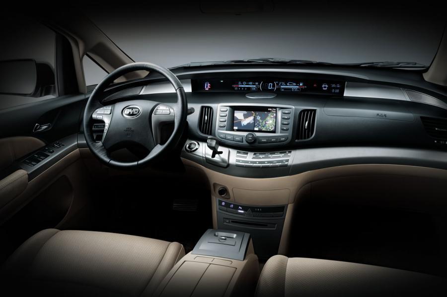 Sprzedaż w Polsce elektrycznego modelu chińskiego auta BYD E6 rozpocznie w przyszłym roku