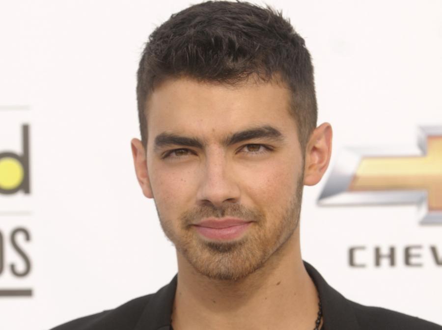 Joe Jonas nie widzi Chrisa Browna