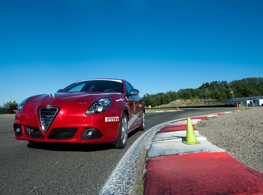 Kierowcy w Polsce mogą już zamawiać alfę romeo giulietta wyposażoną w nową automatyczną skrzynię biegów z podwójnym suchym sprzęgłem \