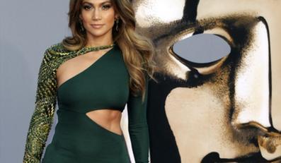 kreacja J.Lo z gali BAFTA Brits to Watch wzbudziła mieszane opinie komentatorów: od zachwytu po ostrą krytykę