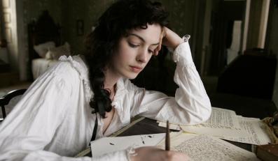 """Anne Hathaway jako """"Zakochana Jane"""" Austen"""