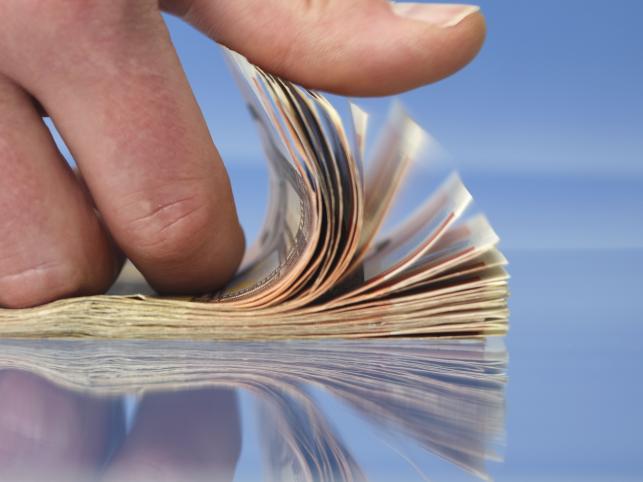 Zwykli ludzie myślą, że pieniądze są przyczyną całego zła. Według bogatych, przyczyną zła jest bieda