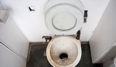 Kolej zapłaci za brudną toaletę