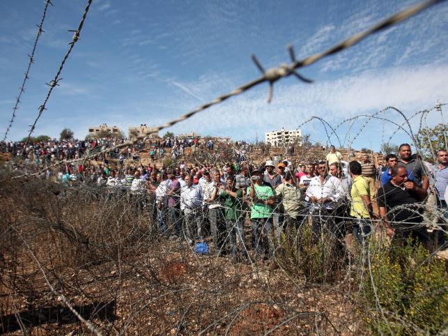 Palestyńczycy czekają na jeńców uwolnionych z Izraelskich więzień