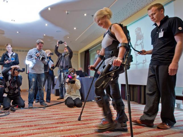 Amerykanka Amanda Boxtel wstała i przeszła kilka kroków po raz pierwszy od 1990 roku, kiedy to uległa wypadkowi na nartach i została sparaliżowana od pasa w dół