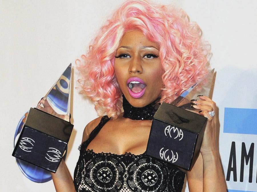 Nicki Minaj ze statuetkami AMA
