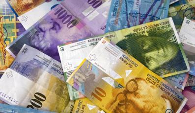 Waluty krajowe zostały wycofane z obiegu dwa miesiące później. Na zdjęciu franki francuskie