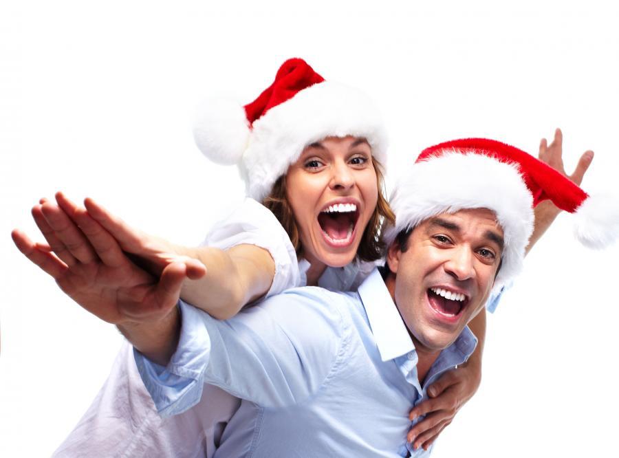 Tryskaj radością. Zapomnij o wydatkach na święta, nie zauważaj bałaganu i zignoruj denerwującego kuzyna. Stres osłabia odporność i zabiera siły witalne. Zamiast biadolić z powodu przypalonego dania, zacznij sobie z tego żartować. Śmiech silnie dotlenia organizm, usprawnia krążenie i skutecznie relaksuje.