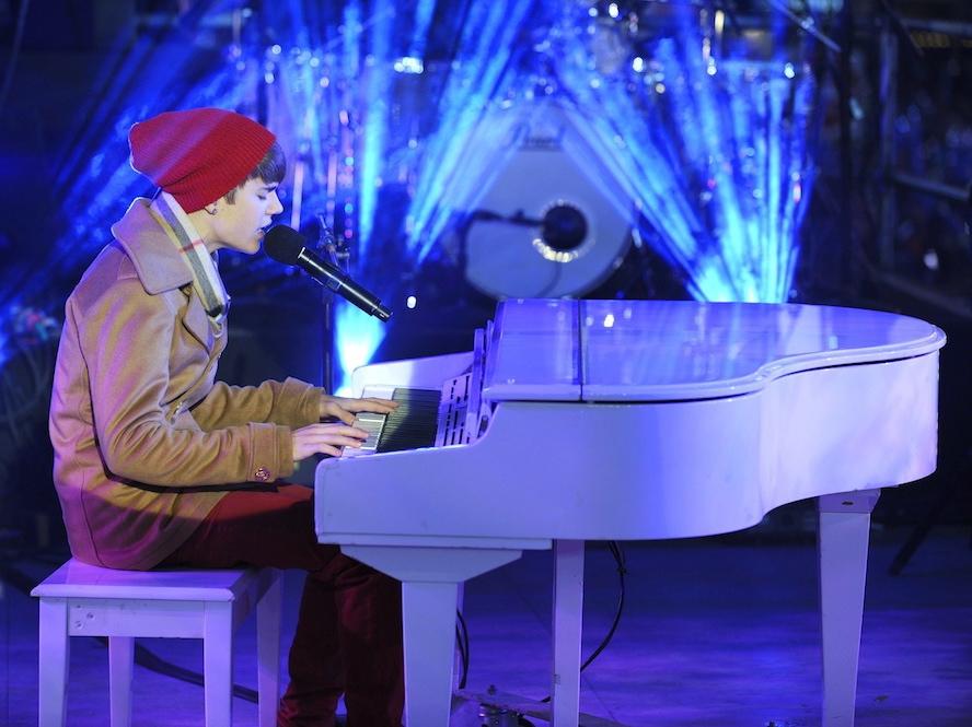 Justin Bieber śpiewa \