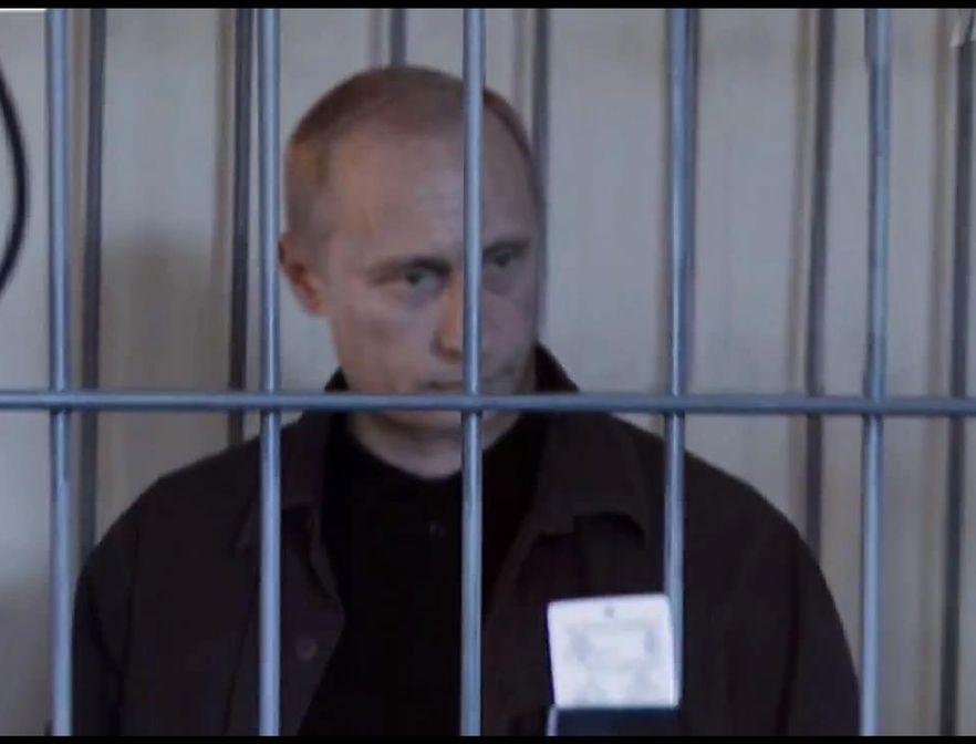 Czy to prawdziwy Putin? Wirusowe wideo z premierem w klatce obiegło kraj
