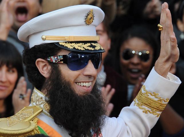 Sacha Baron Cohen już wcześniej zapowiedział, że pojawi się na uroczystości w stroju dyktatora, nawiązując do bohatera swej najnowszej satyry